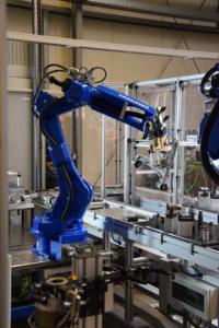 Robotik YASKAWA GP25 Bauteilhandling Transfersystem
