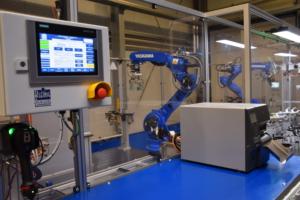Robotik YASKAWA GP25 Bauteilhandling Bedienpanel Etikettierung